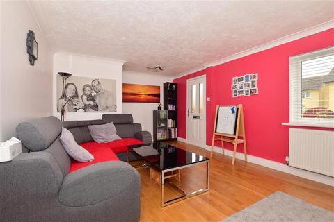 3 bedroom terraced house for sale - Badlesmere Close, Ashford, Kent