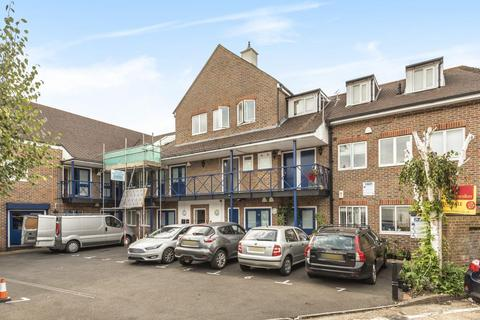 1 bedroom flat for sale - Tolworth Close,  Surbiton,  KT6