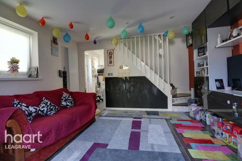 2 bedroom semi-detached house - Peregrine Road, Luton