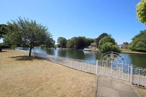 2 bedroom flat for sale - Riverside Road, Staines, Staines-upon-Thames, Surrey, TW18 2LG