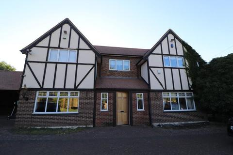 4 bedroom detached house to rent - Sewardstone Road, London E4