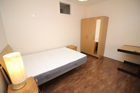 House share to rent - Pell Street, Reading, RG1