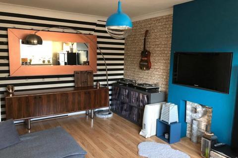 2 bedroom flat to rent - Roman Close, Feltham, Greater London, TW14