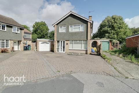 3 bedroom detached house - Hag Hill Rise, MAIDENHEAD