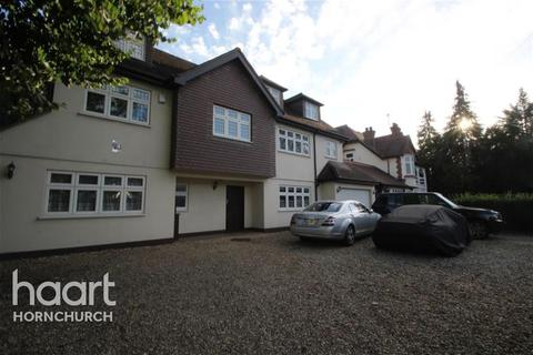 6 bedroom detached house to rent - Burntwood Avenue, Emerson Park, RM11