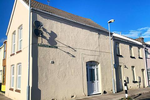 3 bedroom end of terrace house for sale - Walpole Street, Weymouth