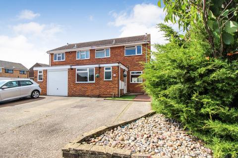 4 bedroom semi-detached house for sale - Bates Close, Larkfield, Kent, ME20 6TG