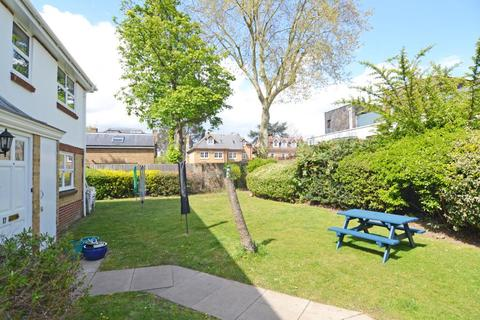 2 bedroom apartment for sale - Rosebank Close, Teddington, TW11