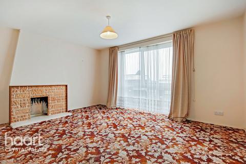 3 bedroom flat - Menlo Gardens, London