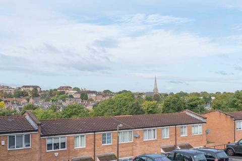 3 bedroom maisonette - Peabody Hill, West Dulwich