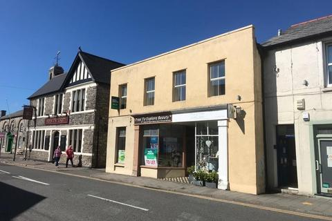 Retail property (high street) to rent - High Street, Cowbridge