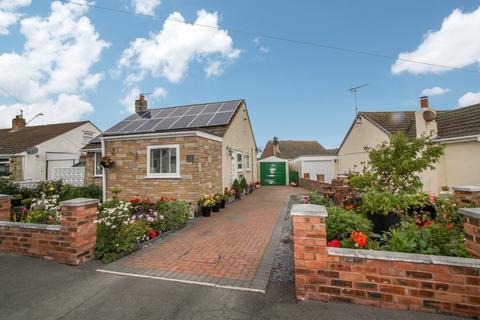 2 bedroom detached bungalow for sale - Lon Y Llyn, Pensarn