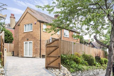 4 bedroom detached house for sale - Woodcote Grove Road, West Coulsdon