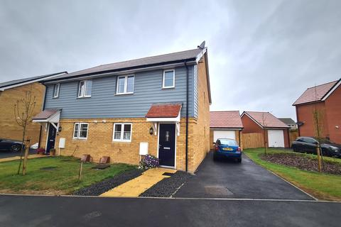 3 bedroom semi-detached house for sale - Bramley Avenue, Burnham-on-Crouch