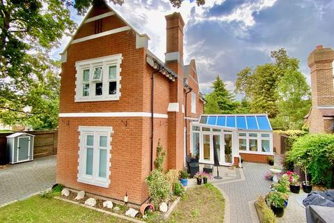 3 bedroom detached house for sale - West Lodge, Sandringham Drive, Bexley Park