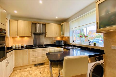 1 bedroom bungalow for sale - Knightsbridge Crescent, Staines-upon-Thames, Surrey, TW18