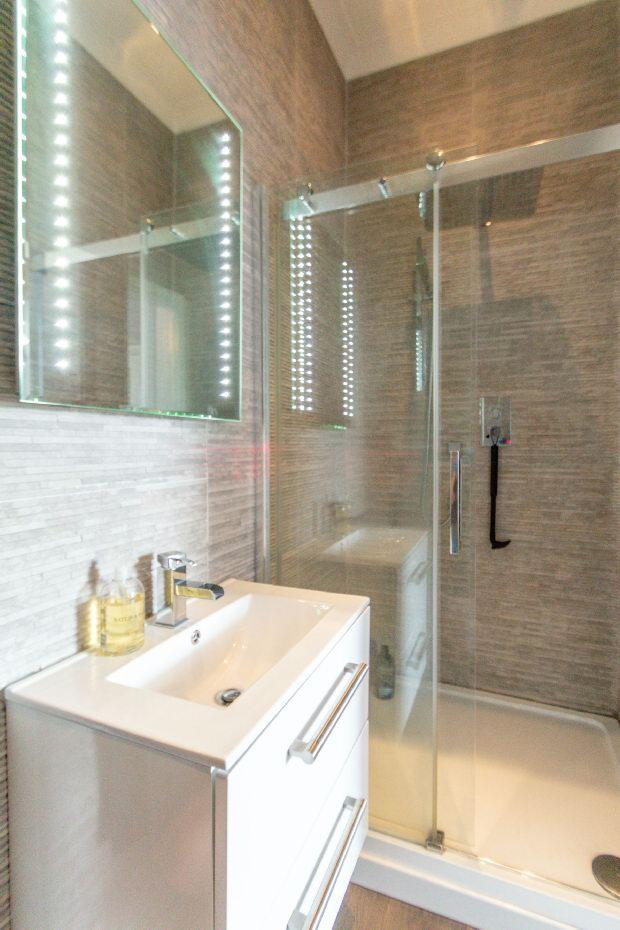 En Suite Shower 1