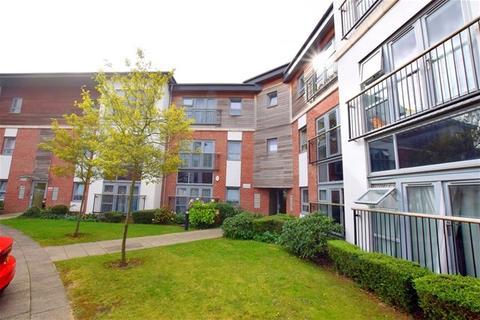 2 bedroom flat to rent - Riverside Close, Romford, Essex