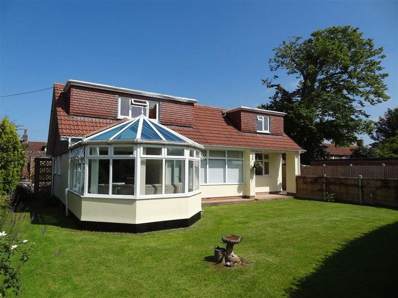 4 Bedrooms Bungalow for sale in 'Brackens', Barford Close, Spaxton, Bridgwater