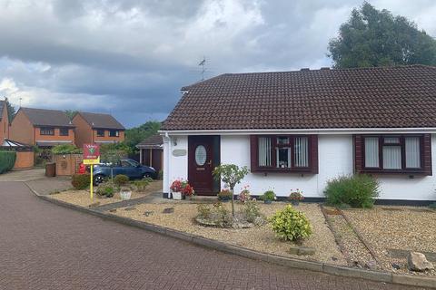 2 bedroom semi-detached bungalow for sale - Burdock Close, Lightwater, GU18