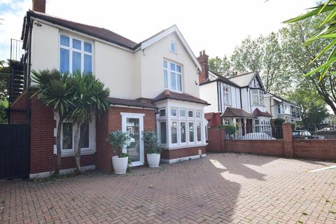 6 bedroom detached house for sale - London Road, Twickenham