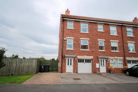 4 bedroom townhouse - Merrybent Drive, Merrybent, Darlington
