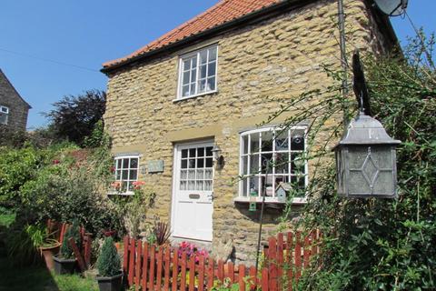 3 bedroom house for sale - Maltongate, Thornton-Le-Dale, YO18 7SB