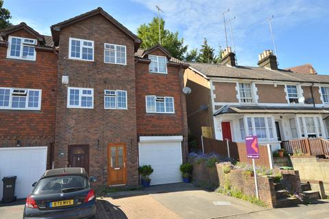 3 bedroom end of terrace house for sale - Garlands Road, Redhill, Surrey, RH1