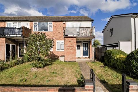 2 bedroom apartment for sale - Albany Road, Hornchurch