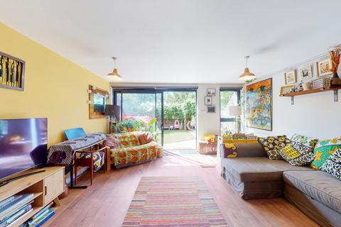 4 bedroom house for sale - Brackenfield Close, Hackney