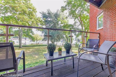 2 bedroom apartment for sale - Regency Court, High Road, South Woodford