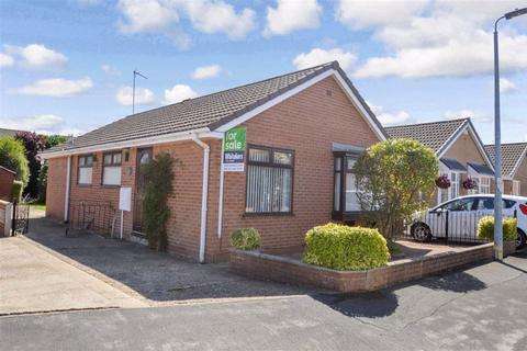 2 bedroom detached bungalow for sale - Charnock Avenue, HULL, HU9