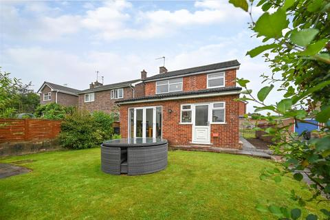 3 bedroom detached house for sale - Kirkstone Court, West Heath, Congleton
