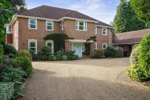 5 bedroom detached house for sale - Furze Hill, Kingswood, Tadworth, Surrey, KT20