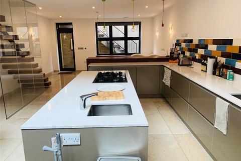 House share to rent - Freshford Street, London, SW18