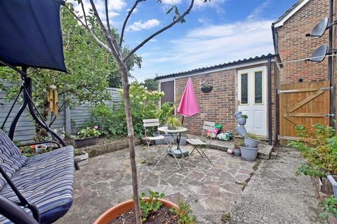 1 bedroom ground floor flat for sale - Spinney North, Pulborough, West Sussex