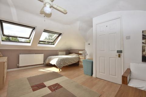 3 bedroom semi-detached house for sale - The Crescent, HORLEY, Surrey, RH6