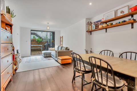 3 bedroom maisonette for sale - Wilberforce Road, London