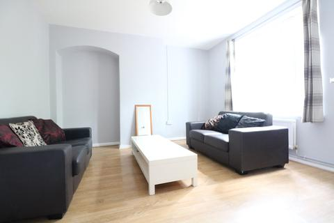 3 bedroom terraced house to rent - Bentworth Road, Shepherds Bush