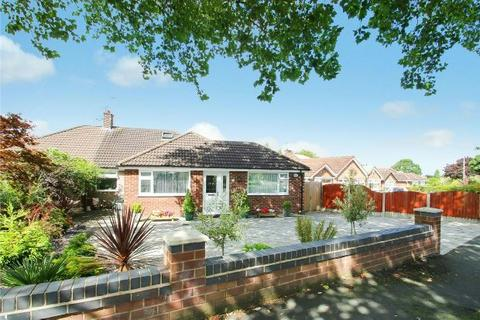 3 bedroom semi-detached house for sale - Briony Avenue, Hale