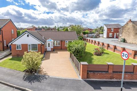 3 bedroom detached bungalow for sale - Barbrook Close, Standish, WN6 0SX
