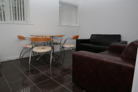 4 bedroom flat - Richmond Road, Cardiff