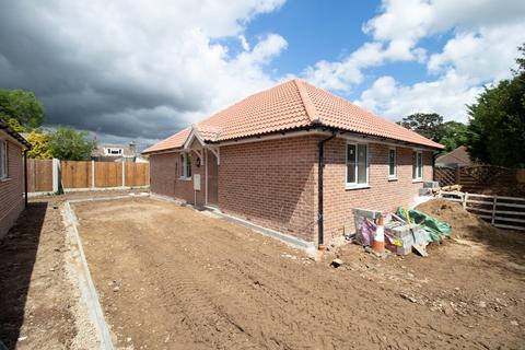 3 bedroom detached bungalow for sale - Abbots Road, Colchester, CO2