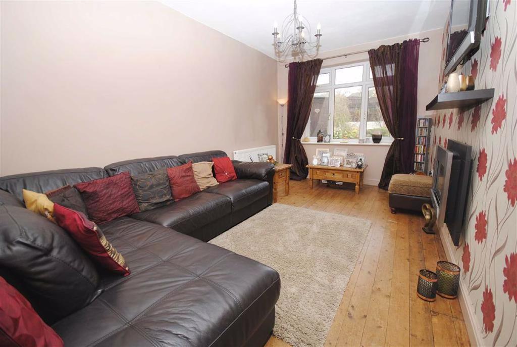 Birch Road, Kippax, Leeds, LS25 4 bed semi-detached house ...