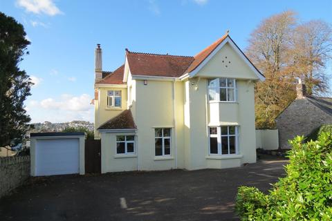 5 bedroom house - Kings Avenue, St. Austell