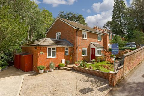 5 bedroom house for sale - Furze Hill, Redhill