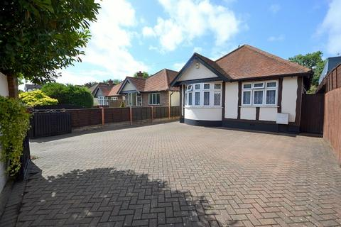 2 bedroom detached bungalow for sale - Walton Bridge Road, Shepperton, TW17