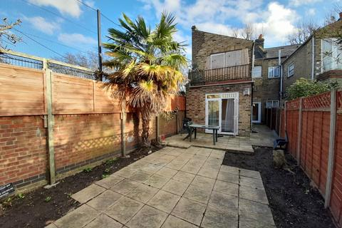 3 bedroom flat to rent - Albany Road, London, SE5