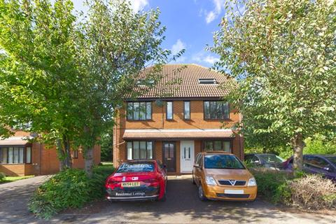 1 bedroom ground floor maisonette to rent - WALNUT TREE - One bedroom ground floor apartment with driveway