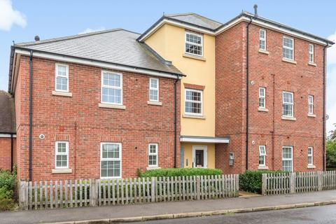 2 bedroom flat for sale - Buckingham Park,  Aylesbury,  HP19